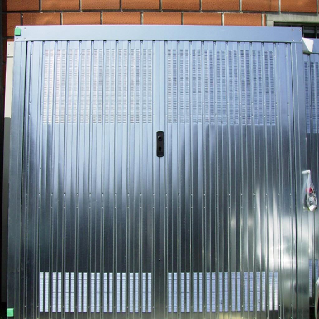 Porte garage denia serramenti in alluminio legno e pvc - Serratura porta basculante garage ...